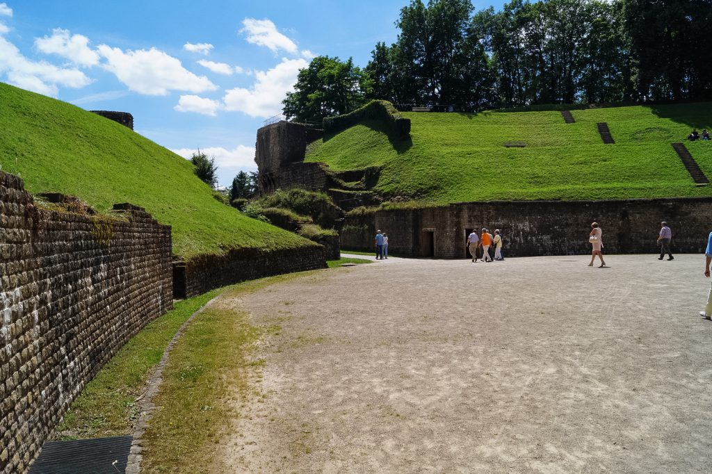 amphitheater gladiator colosseum rom travelblog blog