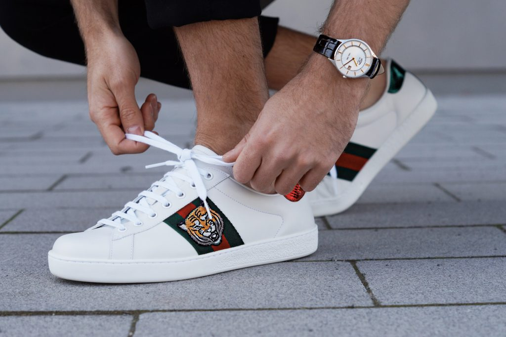 It-Pieces 2017 Essentials Gucci Sneakers Balmain Blogger Shirt