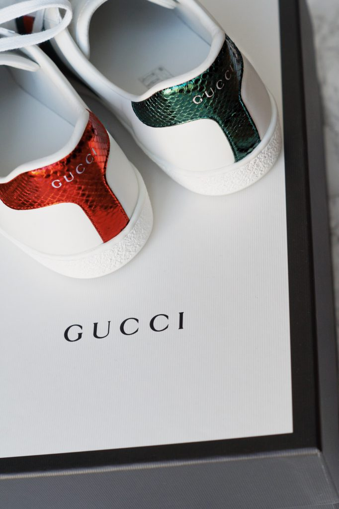 OUTFIT Spring Essentials Gucci Sneakers Balmain Blogger Shirt