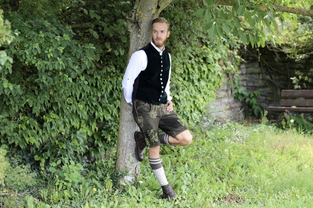 Lederhose und Dirndl mit BRAM Fashion Travel Lifestyle Blog Luxembourg luxemburg Tracht Trachten Oktoberfest München Munich Passau Leder Hose Kleid Bayern Look Outfit Trier Heimat Heimatliebe Deutschland Mosel