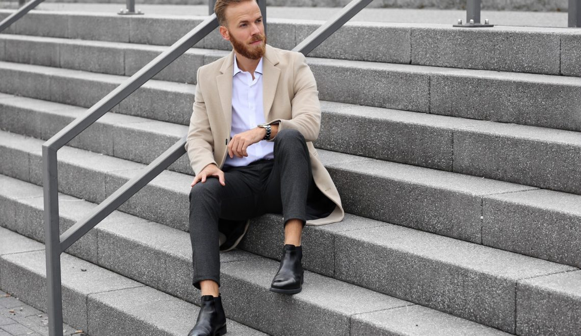 OUTFIT – Coat and Chelsea Boots