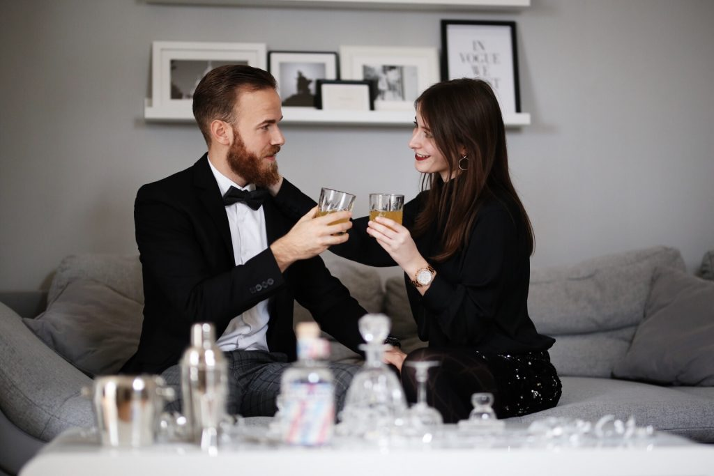 LIFESTYLE - Happy New Year Blog Post Silvester 2018 Fashion Travel Blogger Trier Luxembourg Couplegoals Coupleshot couple Gin applaus Liquid Director Interior Design