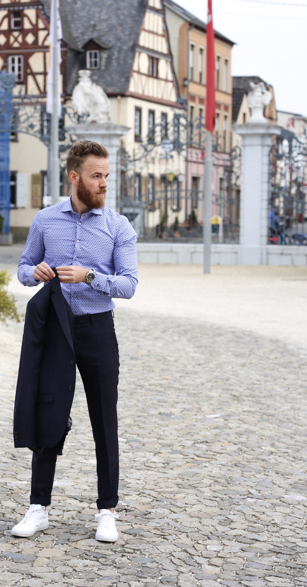 FASHION – Suit and Sneakers