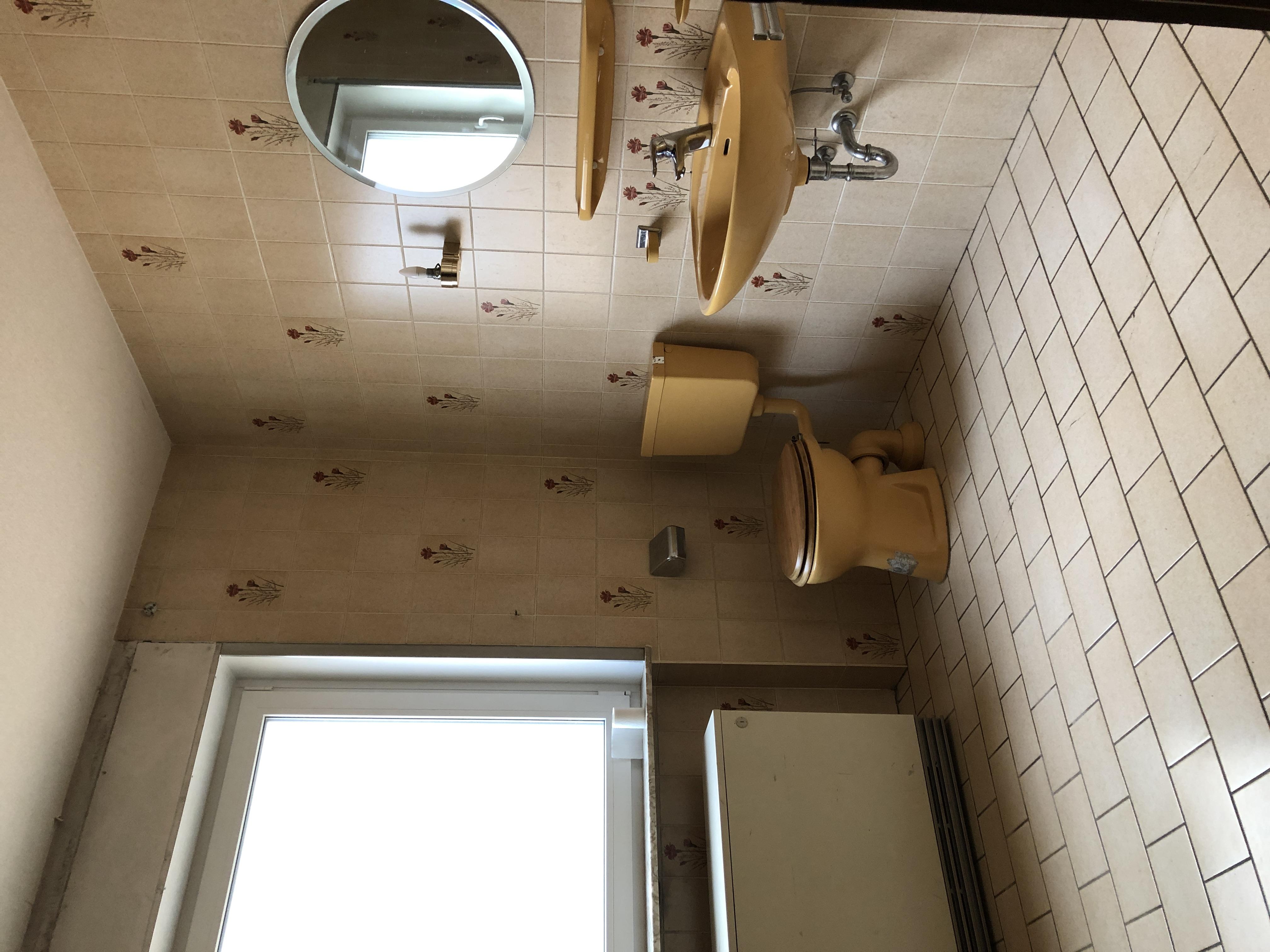 Badsanierung   Von alten Fliesen zum Luxus Bad   Der Vorher ...