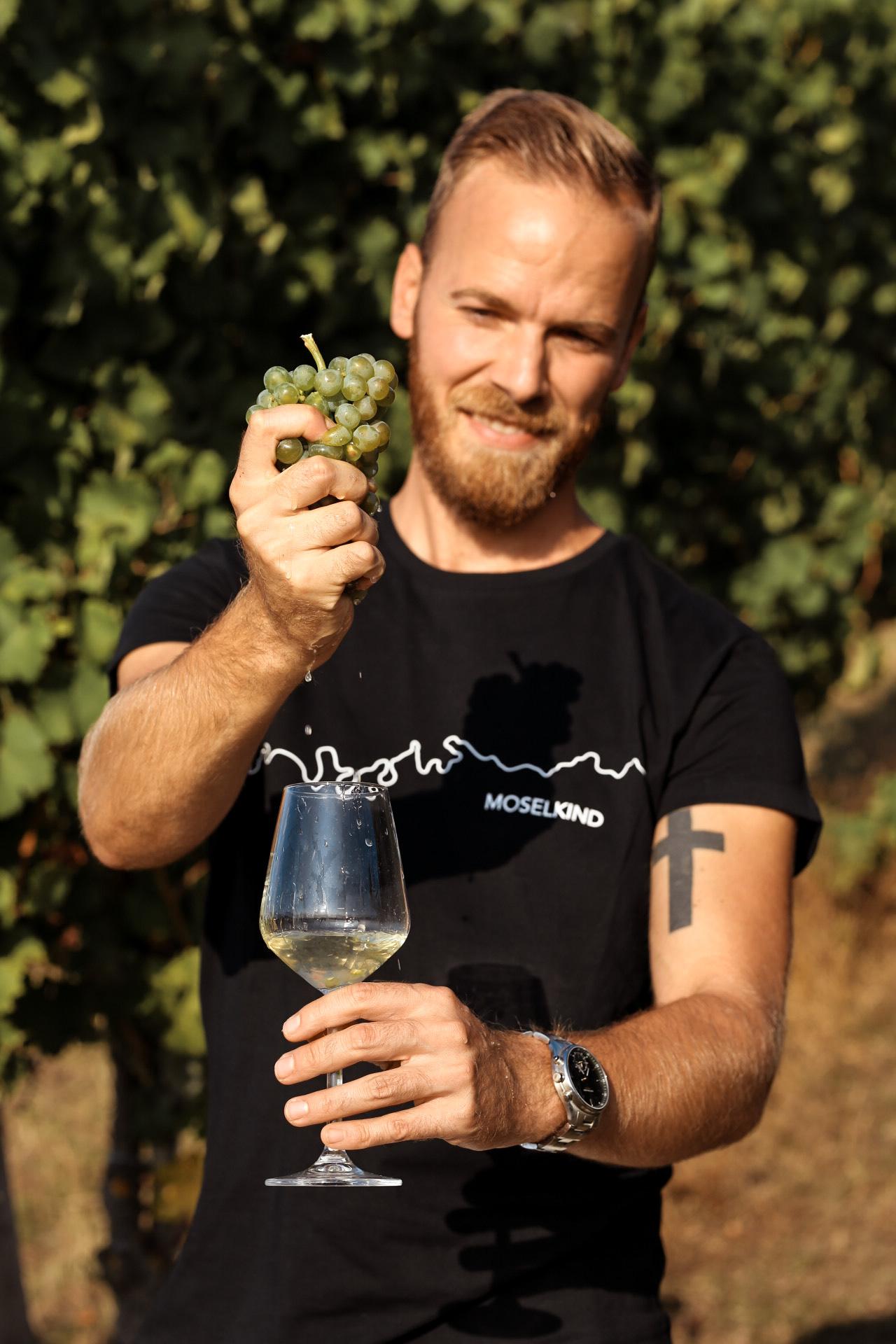 Die Liebe zur Mosel stolz auf der Brust - Shirts von Printabell Moselliebe Moseltal Moselland wein Weingut Weingüter Riesling Mosel Heimatliebe